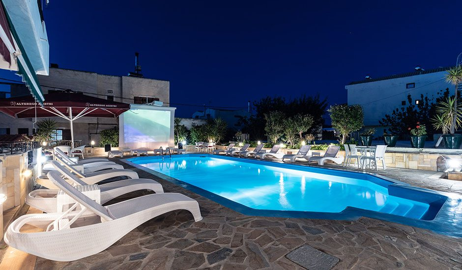 Hotel Yianna - pool & mountain view